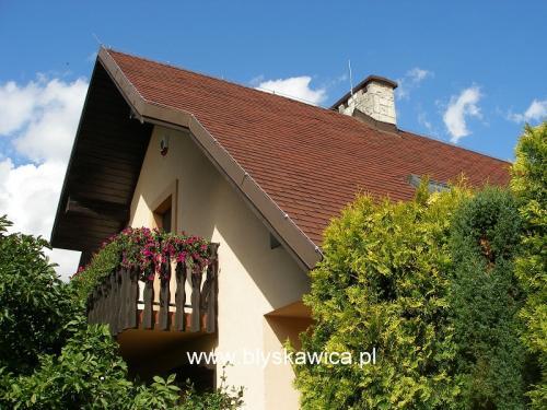 12 zabezpieczenie odgromowe dachu z gontu